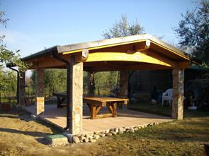 Case con portico in legno progetti standard with case con for Portico laterale in stile casa in stile charleston