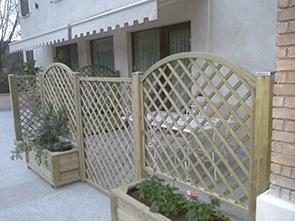 Arredo giardino grigliati fioriere e accessori per il for Arredo giardino brescia