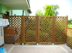 Arredo giardino grigliati fioriere e accessori per il for Accessori da terrazzo