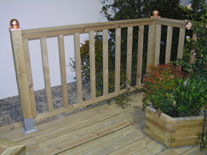 Arredo giardino grigliati fioriere e accessori per il - Staccionata in legno per giardino ...