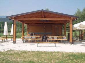 Chioschi in legno per parchi giardini spiagge e piscine for Costo per costruire un portico anteriore