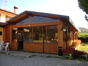 Negozi In Legno Prefabbricati : Chioschi in legno per parchi giardini spiagge e piscine ad uso bar