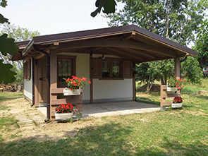 Realizzazione prefabbricati e bungalow edil garden for Case in stile chalet con garage annesso